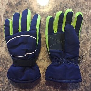 Other - Boys Winter Gloves Size L/XL